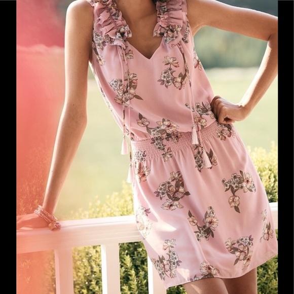 White House Black Market Dresses & Skirts - WHBM Sleeveless Lavender Floral Print Dress
